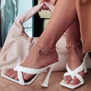 New white puffy thong heels 7 & 7.5